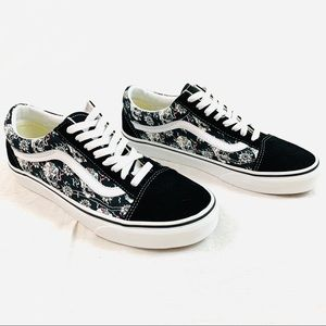 Vans NWOT Skulls Black Skate Shoe Mens 7/Women 8.5